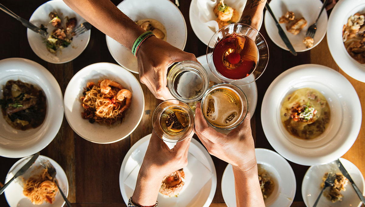 managing portion size with friends eating drinking